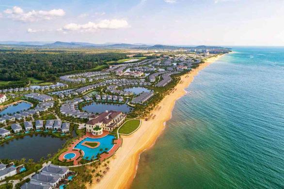 Một góc khu bãi biển bãi Trường – nơi có nhiều khách sạn, resort đẳng cấp ở huyện đảo Phú Quốc